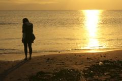 暮れる太陽、暮れる女