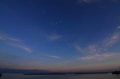 武蔵港の月と夕景