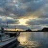 漁船と奈古港の夕景