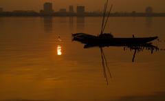 夕暮れのタイ湖