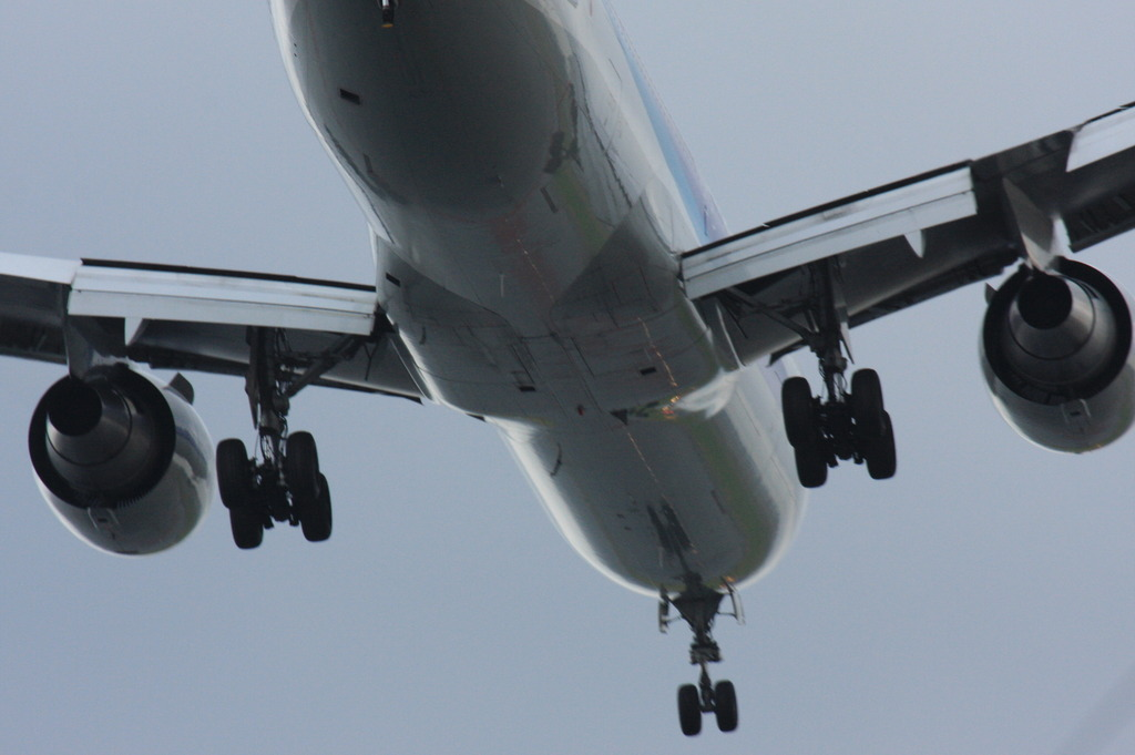 16L cleared to land