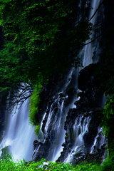 瀑流の黒壁。