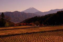 晩秋の山里。