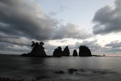 日没の岩海岸