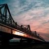 黒光りする橋