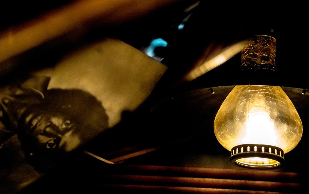 ピアノに映ったマイルス