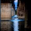 河川と橋柱