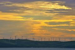 朝焼けの風車
