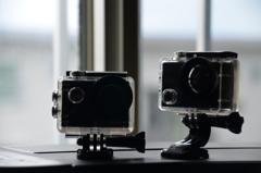 2台のアクションカメラ