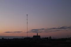 夜明けの電波塔