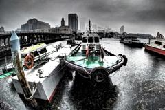 秋雨の横浜港