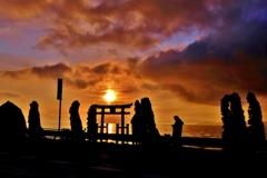白鬚神社の湖中鳥居の朝日