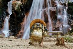 滝案内狸 鶏鳴の滝