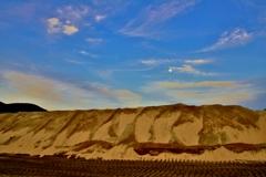 砂壁の夕月