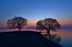 黄昏の水辺