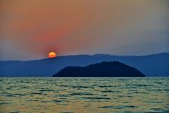 古代湖竹生島の落陽