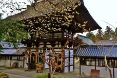 霜月の沙沙貴神社楼門