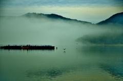 朝幻の余呉湖