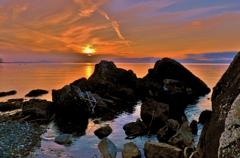 琵琶湖の夕岩礁