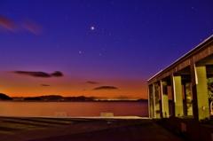 夜明けの湖テラス