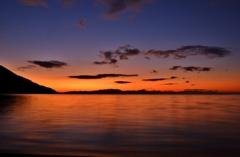 夜明けの湖上