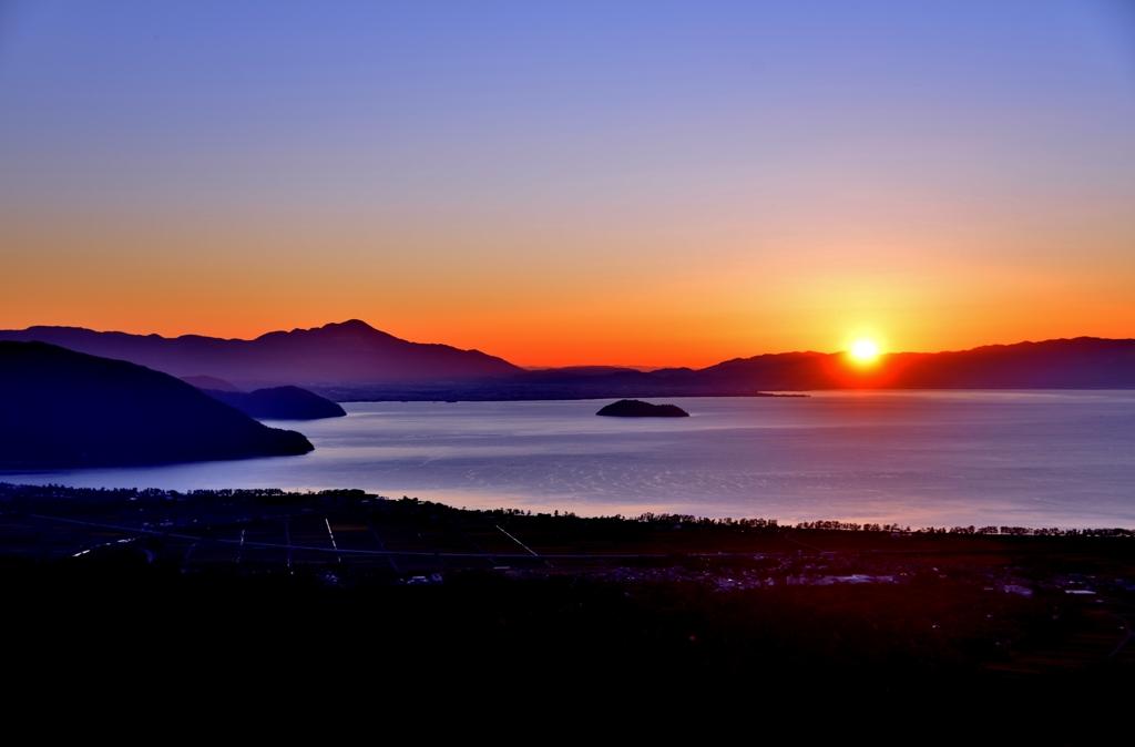 琵琶湖秋朝日