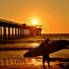 夕陽のサーファー