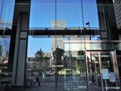 写り込み・・・秋の東京ステーション