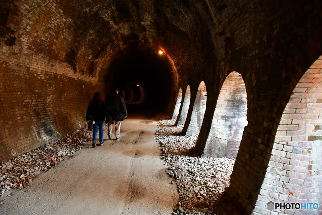 隧道ハイカー