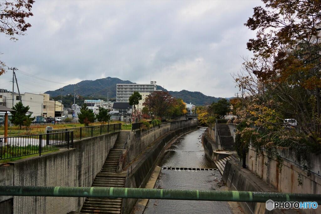 高取山と新湊川