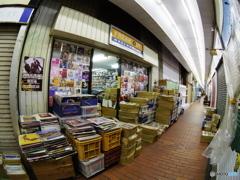 元町高架下・・・中古レコード店