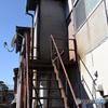 南の鉄の古い階段