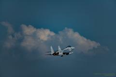 積乱雲と要撃機