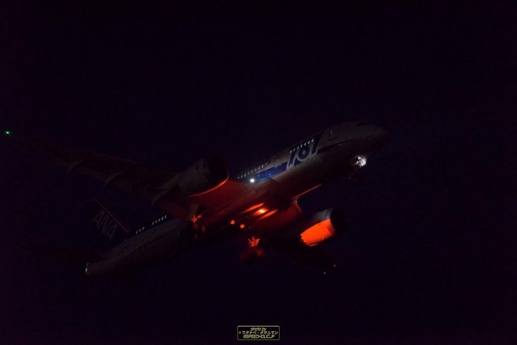 闇夜に浮き上がるシェブロン
