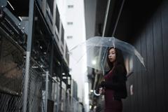 空がない街に降る雨