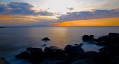 朝陽に島影