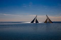 波間のヨット