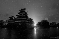 雨の国宝松本城B&W