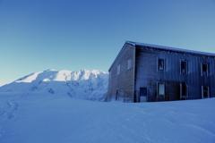 凍てつく室堂山荘