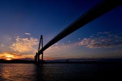 新湊大橋の夕景