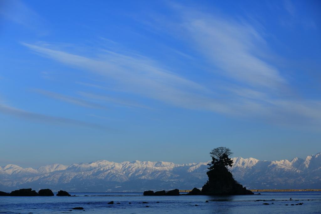 海越しの立山連峰