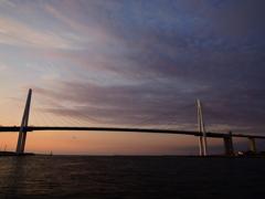 薄暮の新湊大橋