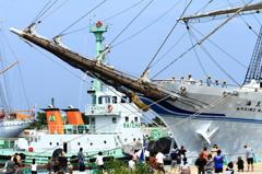 新海王丸をえい航