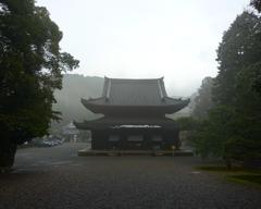 雨に煙る御寺泉涌寺