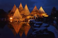 幻想的な冬の兼六園ライトアップ