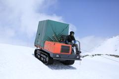雪上運搬車