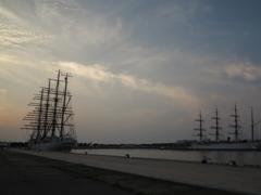 静寂の中の新旧海王丸