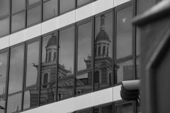 尖塔の映る街角