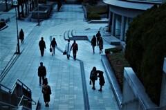 美術館前の群像