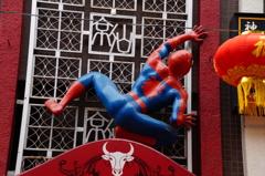 南京街の蜘蛛男
